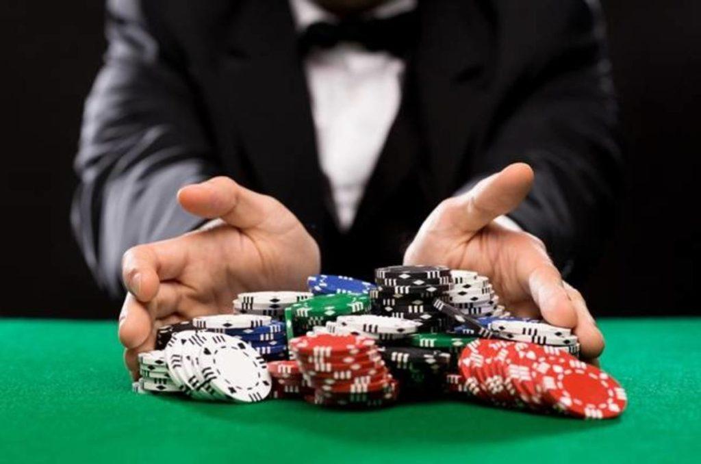 downloading poker online